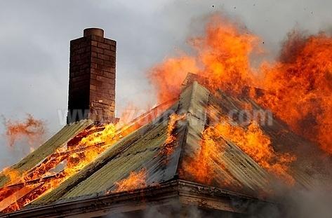 Diado izgoria jiv v doma si