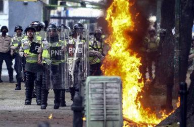Armiata izleze sreshtu protestirashti vav Venetsuela. Ima ubiti I raneni